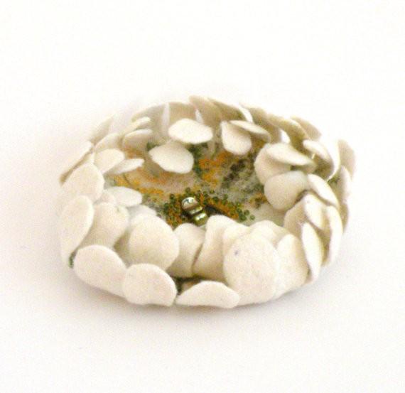 agnesfelt - felted flower brooch