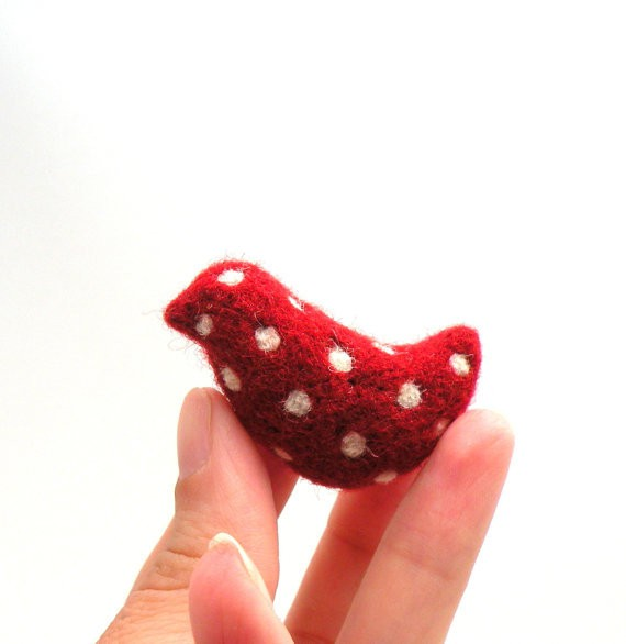 agnesfelt - felted red bird brooch