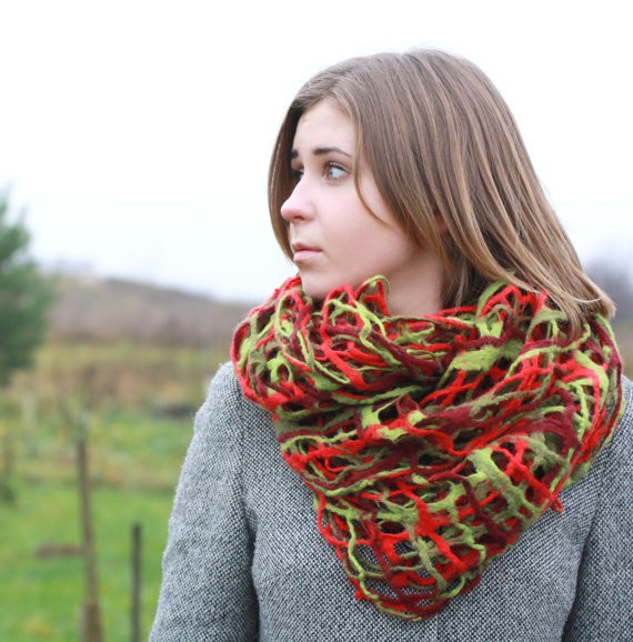 agnesfelt - red and green infinity scarf