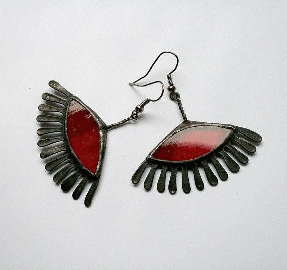 artkvarta - red eyelash earrings