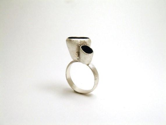 susana teixeira - black sponge ring