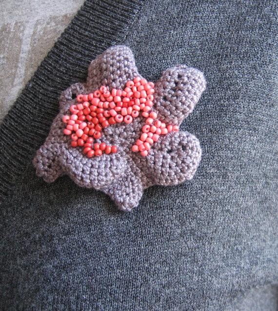 aplusdesignnn - reverse flower brooch
